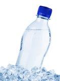 De fles van het water in ijs royalty-vrije stock afbeeldingen