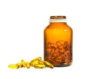 De fles van vitamined met gemorste inhoud op witte achtergrond royalty-vrije stock foto