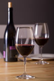 De fles van wijnglazen Stock Afbeeldingen