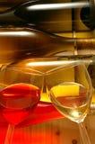 De Flessen & de Glazen van de wijn stock afbeelding