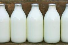 De flessen van de melk royalty-vrije stock foto's