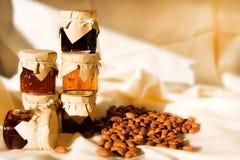 De flessen en de bonen van de compote Stock Afbeelding
