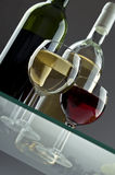 De flessen en de glazen van de wijn Royalty-vrije Stock Foto