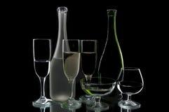 De flessen en de glazen van de wijn Royalty-vrije Stock Fotografie