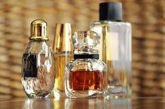 De flessen van de het parfumgeur van de luxeontwerper Stock Foto's