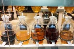 De flessen van de olie en van de azijn royalty-vrije stock afbeeldingen