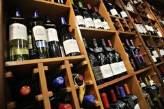 De flessen van de wijn Stock Afbeeldingen