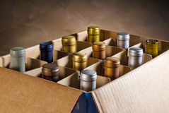 De flessen van de wijn in doos Stock Fotografie