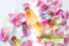 De flessen van de essentieolie royalty-vrije stock afbeelding