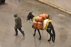 De flessen van het gas vervoeren in Marokko Royalty-vrije Stock Foto