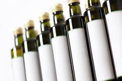 De flessen van het glas met leeg etiket. Stock Afbeeldingen