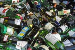De flessen van het glas voor recycling Stock Fotografie