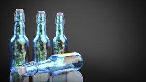De flessen van het neonbier zij aan zij tegen een donkere achtergrond Stock Afbeeldingen
