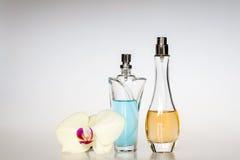 De flessen van het parfum royalty-vrije stock afbeeldingen