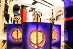De flessen van het parfum yves heilige Laurent Stock Afbeelding