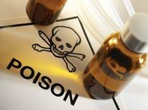 De flessen van het vergift met het symbool van het Vergift stock afbeeldingen