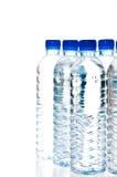 De flessen van het water die op wit worden geïsoleerd Stock Fotografie