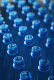 De flessen van het water in fabriek Royalty-vrije Stock Afbeeldingen
