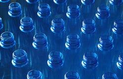 De flessen van het water in fabriek Royalty-vrije Stock Foto's
