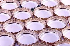 De flessencaps.abstract achtergrond van het metaalbier Royalty-vrije Stock Foto's