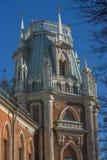 De Fliegeltorens van het Tsaritsyno-Paleis bouwden het eind van XVIII eeuw in stock foto's