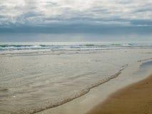 De Flikkeringen van de ochtendzon van Oceaan in Kitty Hawk royalty-vrije stock fotografie