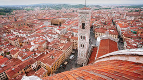 De Florence Duomo que mira hacia campanil de los giotto's imágenes de archivo libres de regalías