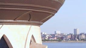 De Flycambewegingen door Huwelijkspaleis toont Prachtige Cityscape stock videobeelden