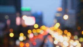 De-fokus av trafikljus från hög sikt stock video