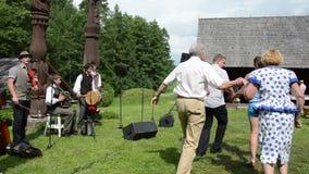 De folklore van de musicusdanser stock videobeelden