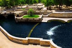 de fontaine france jardinla nimes Arkivbild
