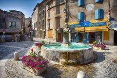 De Fontein in het centrum van het dorp van Valensole, de Provence, Frankrijk royalty-vrije stock afbeelding