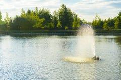 De fontein op het meer Royalty-vrije Stock Afbeeldingen