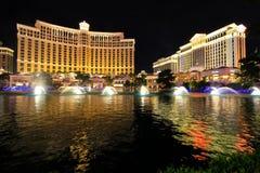 De fontein toont bij Bellagio hotel en casino bij nacht, Las Vegas, Stock Foto
