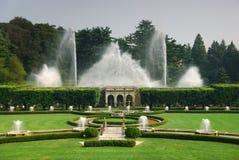 De fontein toont in Tuin royalty-vrije stock fotografie