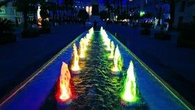 De fontein van Cadiz bij nacht stock videobeelden