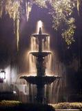 De Fontein van de nacht stock foto