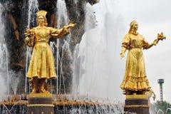 De fontein van de volkerenvriendschap bij VDNKH-park in Moskou Stock Afbeeldingen