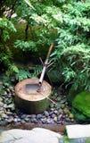 De Fontein van het bamboe in Ryoanji in Kyoto Stock Foto's