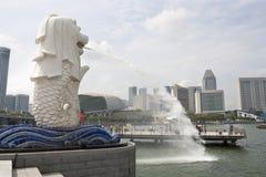 De fontein van het Merlionstandbeeld in Singapore Stock Afbeeldingen