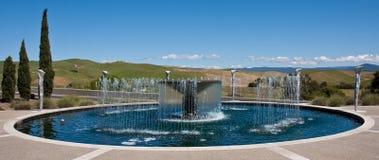 De Fontein van het water bij een Wijnmakerij van de Vallei Napa royalty-vrije stock afbeeldingen