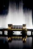 De fontein van het water in Doubai Stock Afbeeldingen