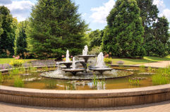 De fontein van het water in park Stock Afbeelding