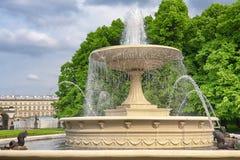 De fontein van het water in de stad Stock Fotografie