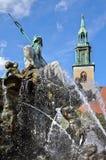 De Fontein van Neptunus & Marienkirche, Berlijn royalty-vrije stock foto's