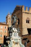 De Fontein van Neptunus door de ochtendzon wordt verlicht in het stadscentrum in Bologna in Emilia Romagna (Italië dat) royalty-vrije stock afbeeldingen