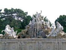De fontein van Neptunus in Schonbrunn Stock Fotografie