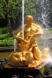 De fonteinen is Oranje van Petergof Stock Afbeelding