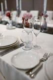 De formele dinerdienst bij een huwelijksbanket Stock Fotografie