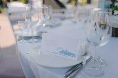 De formele dinerdienst zoals bij een huwelijksbanket Stock Foto's